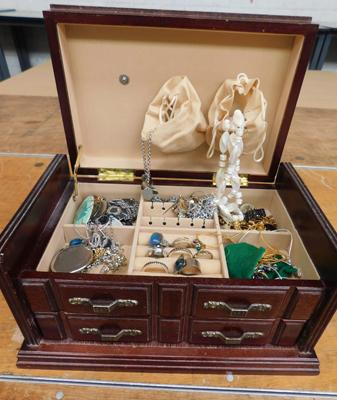 Jewellery box & costume jewellery
