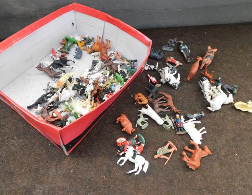 Vintage toy soldiers & farm zoo animals