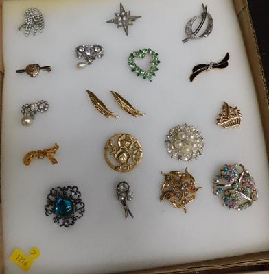 18 Brooches, some vintage