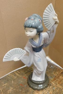 "Lladro Japanese with fans approx 11.75"" x 6.75"" slight damage to flowers on head"