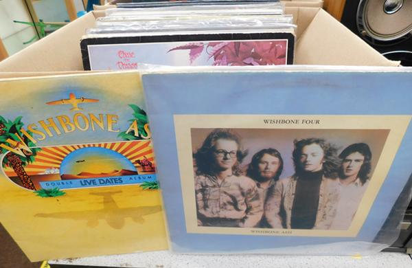 Box of LPs inc Wishbone Ash, Kiss Approx 50