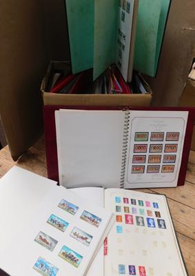Heavy box containing 14 binders GB/World stamps