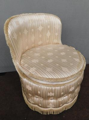 Vintage buttoned bedroom chair