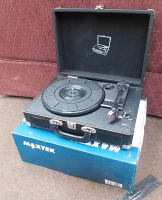 Vintage suitcase turntable