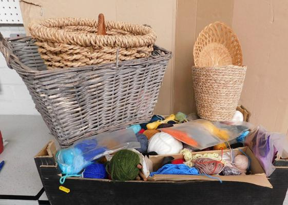 Box of knitting wools & collection of wicker baskets