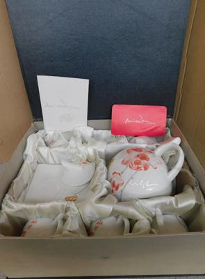 Annie ware boxed tea set & tea pot