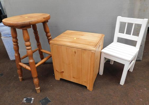 3x Pine stools/chairs