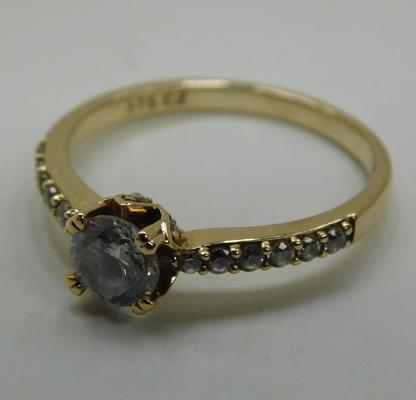 9ct Gold solitaire ring with accents size M