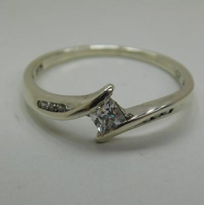 9ct White gold crossover white stone ring size M1/2
