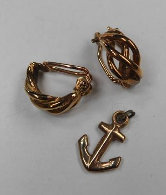 Pair of 375 gold clip on vintage earrings + 375 gold anchor pendant approx 5.09g total weight