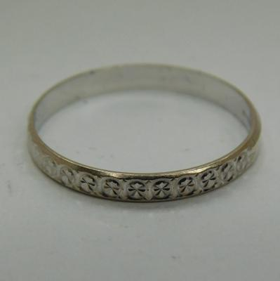 9ct White gold patterned ring size L1/2