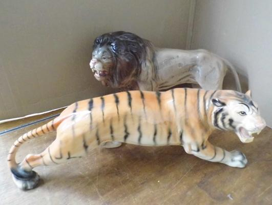 "2x Large Melba ceramic cats no damage found to either approx 15"" length each"
