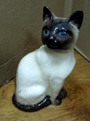 "Beswick cat approx 3"" no damage found"