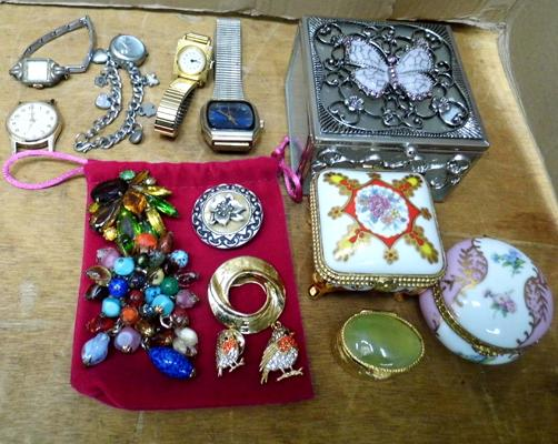 Assortment of vintage watches, brooches & trinket boxes
