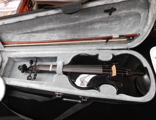 Black 4/4 Violin with case & bow