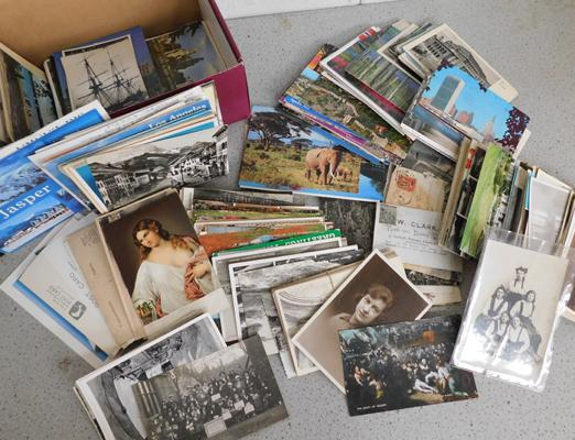 Box containing 500+ postcards, early to modern