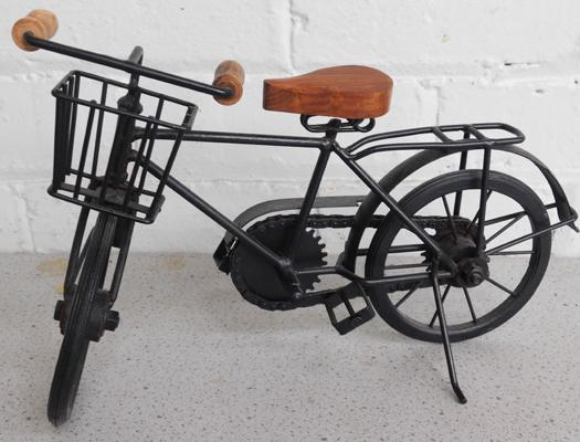 Vintage style tin plate 1930s delivery bike (approx. 13 inches)