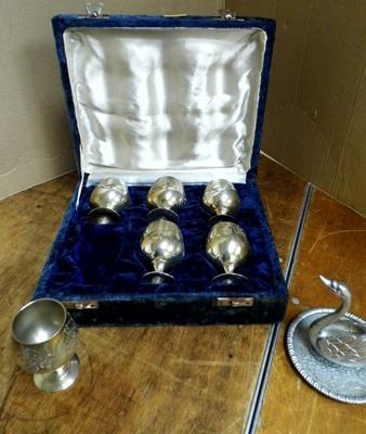 Set of 6 cased silver plate goblets +  EP zinc alloy silver swan on plinth