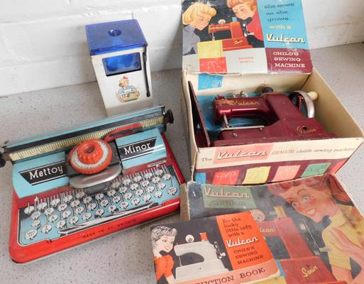 Collection of vintage toys, incl. sewing machine, washing machine & typewriter