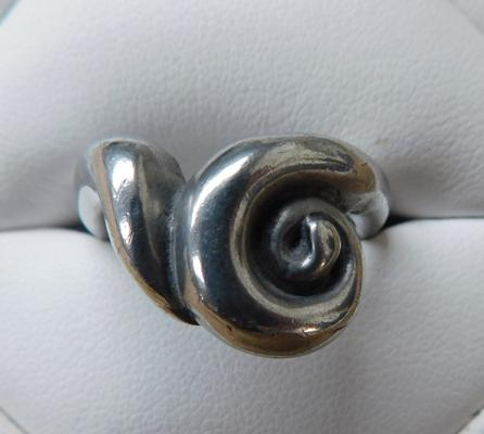 Heavy 925 sterling silver ladies modernist style ring size R 11.08g