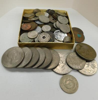 Selection of coins inc crowns, Churchill & many others inc silver