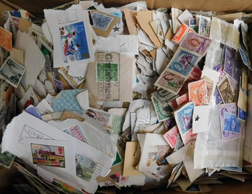 Box containing 1000s World & Commonwealth stamps