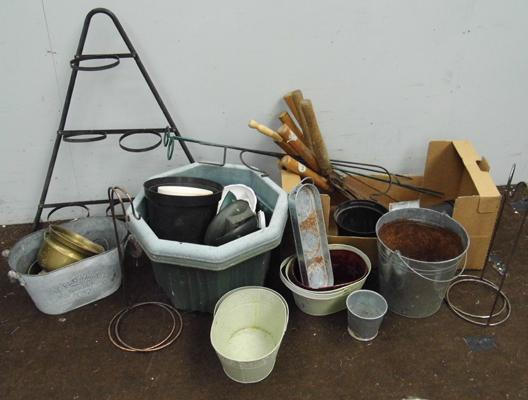 Selection of gardening tubs etc & shears