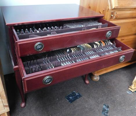 Mahogany coloured 3 drawer cutlery cabinet with Arthur Price cutlery
