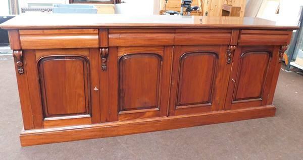 Large 4 door mahogany sideboard cabinet