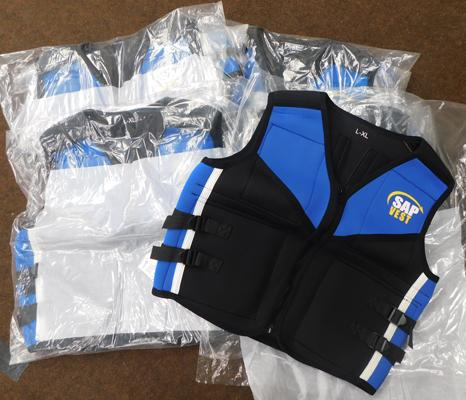 5 x weight training vests (size X/XL)