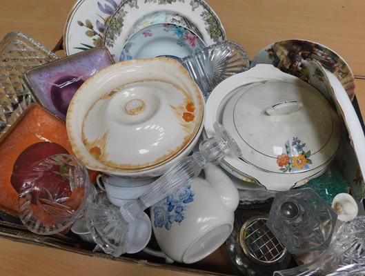 Box of miscellaneous vintage china & crystal