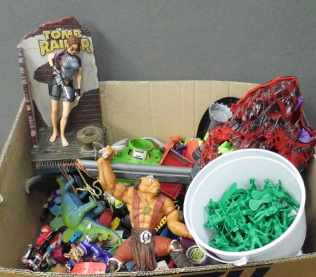 Box of vintage toys incl.Toy Story, Small Soldiers, TMNT