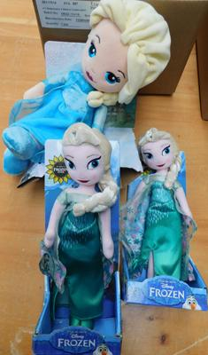 3x Frozen dolls with packaging (1 package damaged)