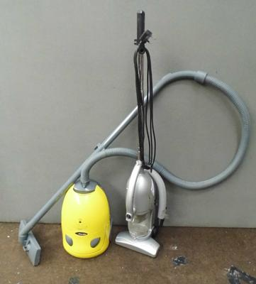 2x Vacuum cleaners w/o