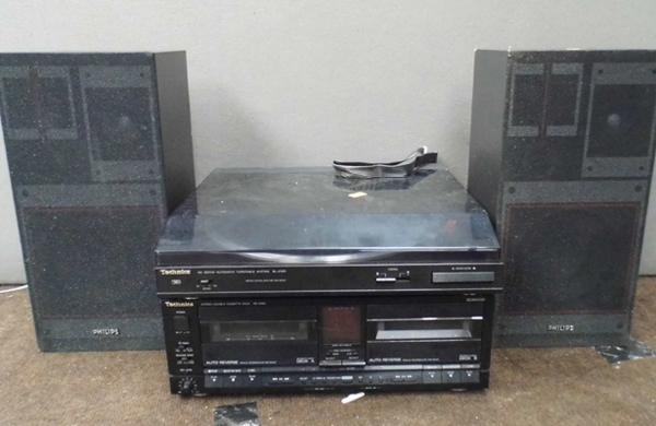 Technics turntable & double cassette deck with Phillips speakers