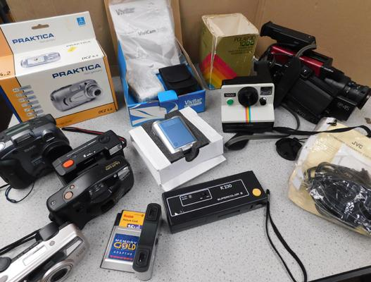 Collection of vintage cameras & camcorders inc Polaroid