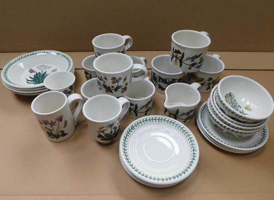 Boxed set of Portmeirion botanic gardens various teaset items (29 pieces)