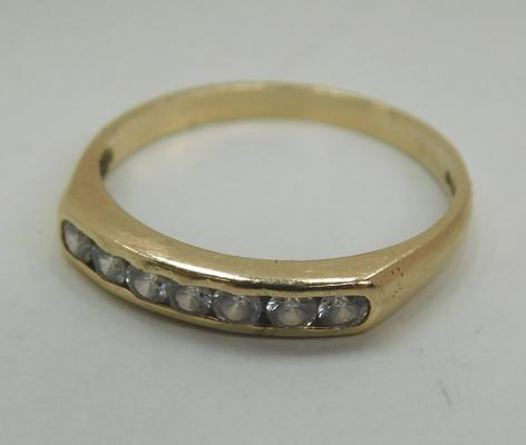 9ct Gold white stone channel set ring size M