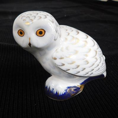 Royal Crown Derby Snowy Owl paperweight with gold stopper