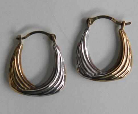 9ct yellow & gold earrings