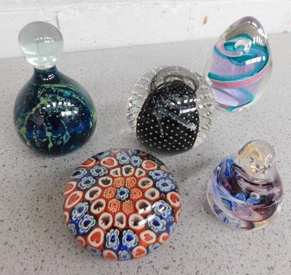 5 vintage glass paperweights including Caithness