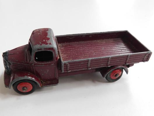1950s Dinky Toys Austin flat truck with original paint & tyres