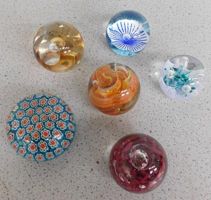 6 vintage glass paperweights including Caithness