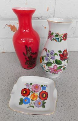 Hungarian Kaloesa handpainted tray and vase and a glass vase