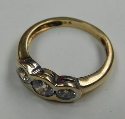 9ct gold trilogy ring - size M