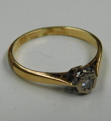 18ct gold diamond solitaire ring - size O 1/2