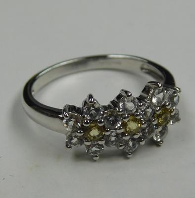 9ct white gold yellow sapphire floral cluster ring - size N 1/2