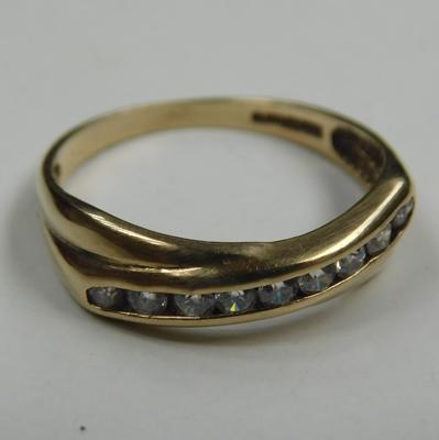 9ct gold chanel set crossover ring - Size N