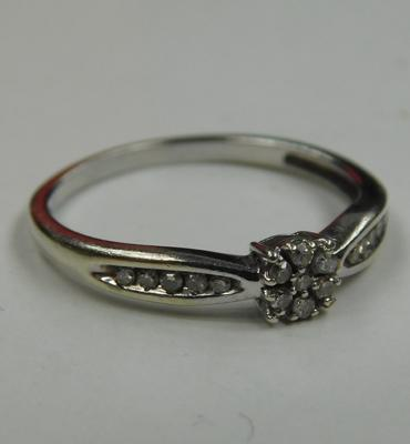 9ct white gold and diamond ring - size M 1/2
