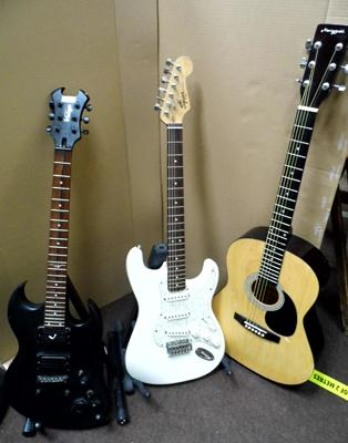 Two electric guitars, incl. Fender Squier Strat + Martin Smith acoustic guitar - with chip